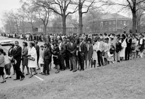 Mourners paying last respect to Martin Luther King, jr.